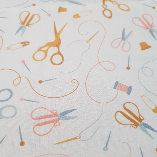 Cotton Scissors Sewing fabric - Precious cotton fabric, ideal for crafts and Patchwork creations. On this fabric there are drawings of scissors, needles, spools of thread... on a white background. The fabric is 140cm wide and its composition is 100