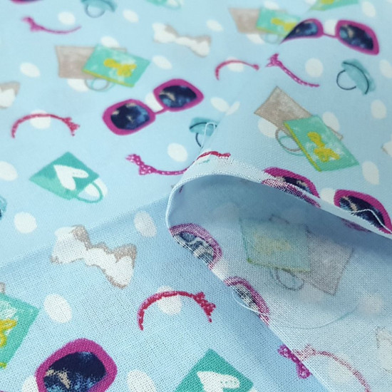 Cotton Shopping Day fabric - Cotton fabric with drawings of sunglasses, shopping bags, headbands, bows... This fabric is part of The Craft Cotton Company's Girls Day Out collection. The fabric is 110cm wide and its composition is 100% co