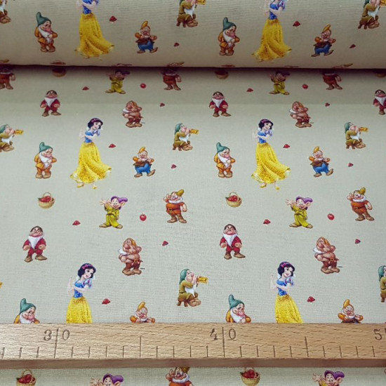 Cotton Disney Snow White 7 Dwarfs fabric - Licensed cotton fabric where the characters from the Disney movie Snow White and the seven dwarfs appear on a light background. The fabric is 140cm wide and its composition is 100% cotton.