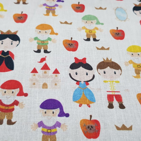 Cotton Snow White Tale fabric - Digital print cotton fabric with funny drawings of the characters from the classic tale of Snow White and the seven dwarfs by the Grimm brothers. The fabric is 140cm wide and its composition is 100% cotton.