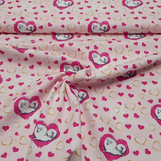 Cotton Pets Bridget Hearts Pink fabric - Cotton fabric licensed Universal Pictures with drawings of the dog Bridget from the movie Pets on a pink background with gold and fuchsia hearts. The fabric is 150cm wide and its composition is 100% cotton.