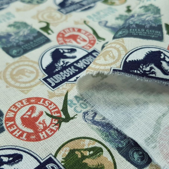 Cotton Jurassic World fabric - Licensed cotton fabric with drawings of Jurassic World posters and logos. The fabric measures between 140-150cm wide and its composition is 100% cotton.