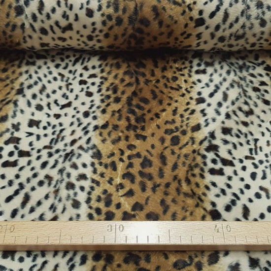 Velboa Genet Print fabric - Short-haired velboa type fabric with a pattern imitating the skin of a genet, although it can also be leopard. The fabric is warm and has hair on one side of the fabric. The fabric is 150cm wide and its 100% polyeste