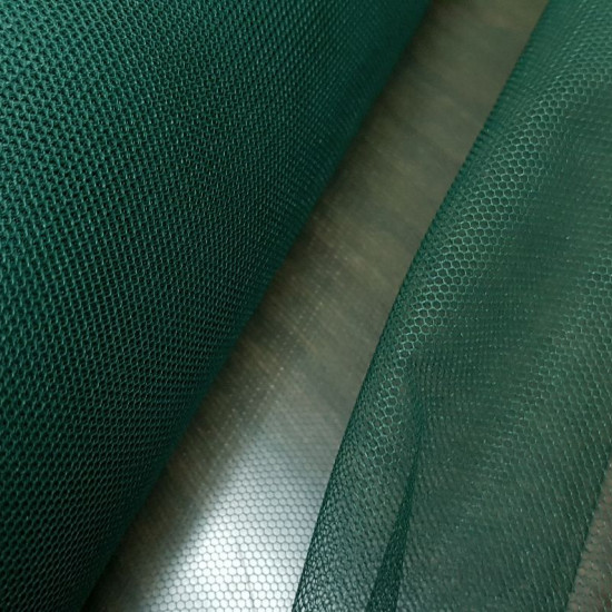 Tulle fabric - The tulle is a soft and fine fabric, semi-transparent and grid-shaped, which is used above all to make veils, decorate shop windows, make costumes, mosquito nets, gift wrappers and much more