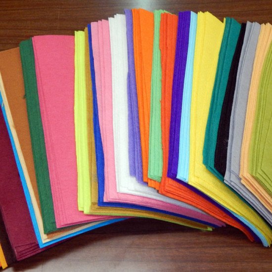 Felt thin sheets 20x30cm fabric - Choose the colors you want for the fine felt cut in 20x30cm sheets. The felt is a very easy to handle fabric. It is widely used in crafts, since, as it is not woven, it does not fray and can be easily cut. It has a weigh